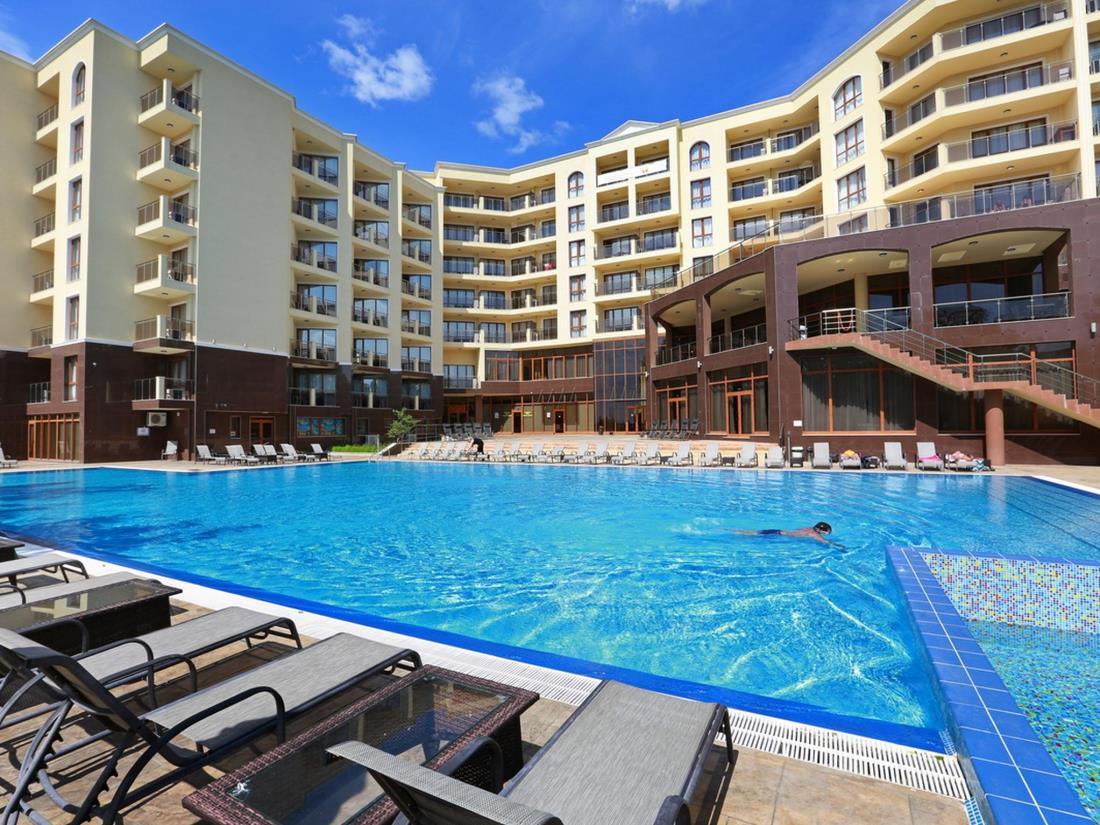 hotel-golden-line-golden-sands-heated-pool