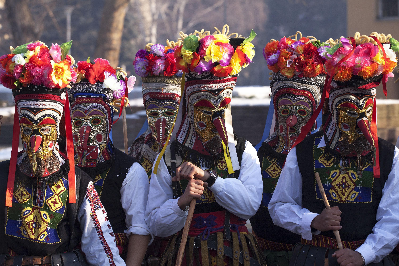 https://travelbulgarianews.bg/wp-content/uploads/2017/02/kukerite-ot-selo-brejani-specheliha-zlaten-medal-ot-festivala-surva-v-pernik-354414.jpg